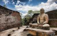 socha ve starobylém městě Polonnaruwa